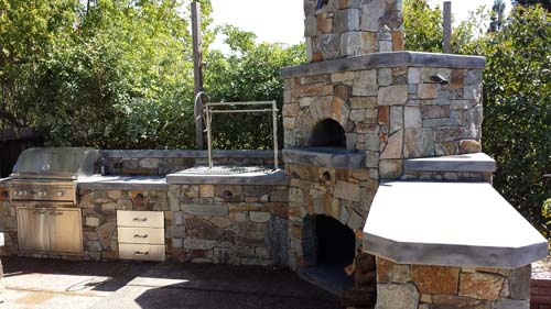 Outdoor Kitchen - Pizza Oven